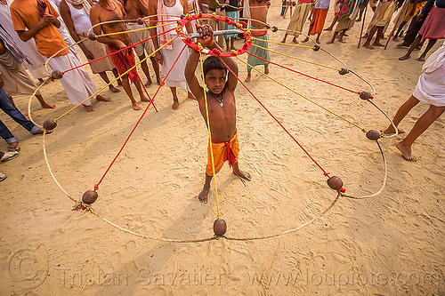 boy spinning balls with ropes (india), boy, game, hindu pilgrimage, hinduism, india, indian spinning balls, maha kumbh mela, metal balls, performer, ropes