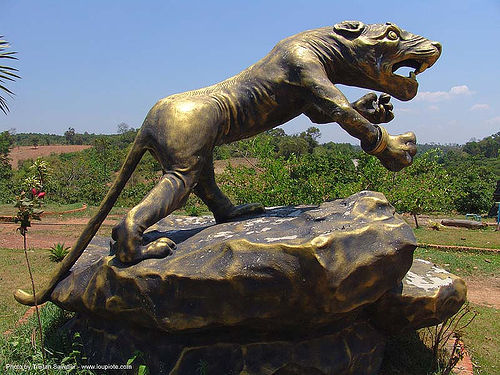 brass tiger - hindu park near phu ruea, west of loei (thailand), brass, hindu, hinduism, sculpture, thailand