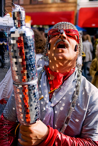 bruce beaudette - chainmail hood - disco mirrors (san francisco), bruce beaudette, chainmail  hood, costume, how weird festival, man, mirrors, red sunglasses, reflections
