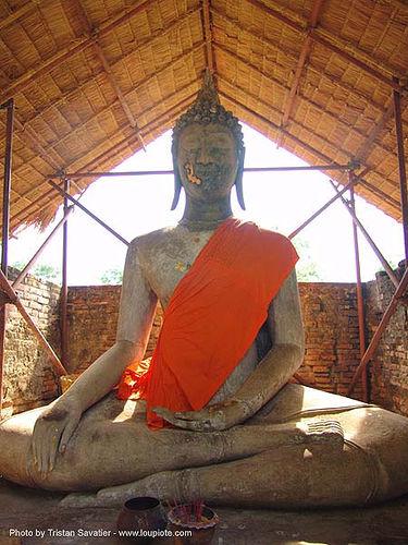 พระพุทธรูป - buddha statue - gold on face - อุทยาน ประวัติศาสตร์ สุโขทัย - เมือง เก่า สุโขทัย - sukhothai - thailand, buddha image, buddhism, buddhist temple, cross-legged, ruins, sculpture, ประเทศไทย, พระพุทธรูป, สุโขทัย, อุทยาน ประวัติศาสตร์ สุโขท�\xb8\xb1ย, เมือง เก่า สุโขทัย