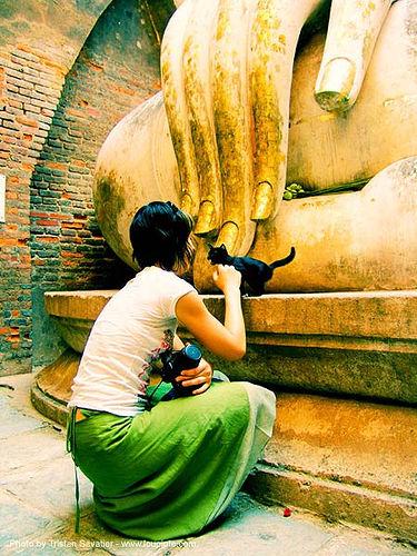 เหมียว - พระพุทธรูป - buddha statue - วัดศรีชุม - wat si chum - อุทยาน ประวัติศาสตร์ สุโขทัย - เมือง เก่า สุโขทัย - sukhothai - anke rega, anke rega, buddha image, buddha statue, buddhism, cross-legged, cross-processed, dxpro, giant buddha, sculpture, sukhothai, woman, ประเทศไทย, พระพุทธรูป, อุทยาน ประวัติศาสตร์ สุโขทัย, เมือง เก่า สุโขทัย