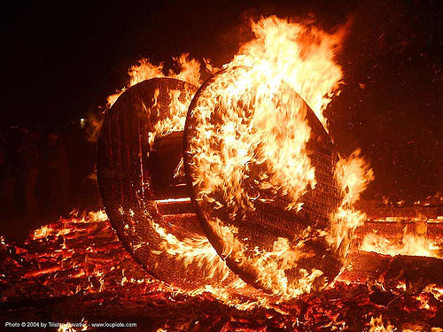 cable wheel burning - burning-man 2004, art, burning man, cable wheel, fire, flames, night, the burn