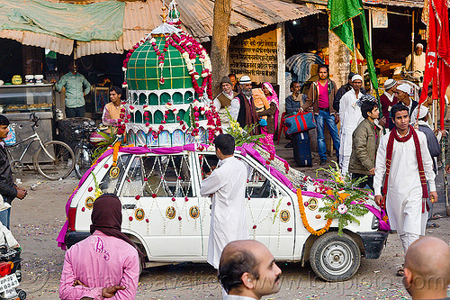 car decorated with mosque dome on its roof - eid-milad-un-nabi muslim festival (india), crowd, decorated car, dome, eid e milad un nabi, eid e milād un nabī, india, islam, mawlid, men, mosque, muhammad's birthday, muslim festival, muslim parade, muslims, nabi day, prophet's birthday, عید میلاد النبی, ईद मिलाद नबी