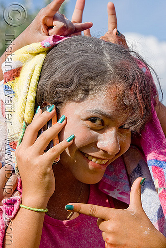 carnaval - carnival in jujuy capital (argentina), andean carnival, argentina, cellphone, colored nails, jujuy capital, nail polish, nail varnish, noroeste argentino, san salvador de jujuy, woman