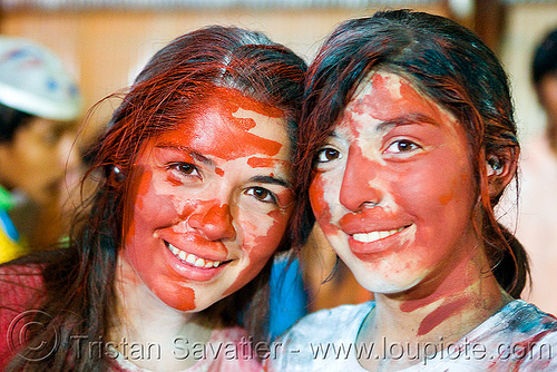 carnaval - carnival in jujuy capital (argentina), andean carnival, carnaval, face painting, facepaint, firends, girls, jujuy capital, noroeste argentino, red paint, san salvador de jujuy, two, women