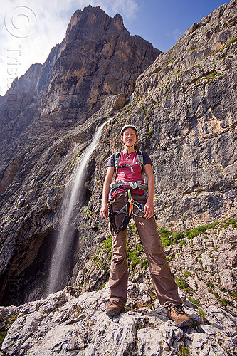 cascata pisciadù, alps, cascata pisciadù, cliff, climber, climbing harness, climbing helmet, dolomites, dolomiti, falls, ferrata tridentina, mountain climbing, mountaineer, mountaineering, mountains, pisciadu waterfall, pisciadù, pisciadù waterfall, rock climbing, vertical, via ferrata brigata tridentina, water, woman