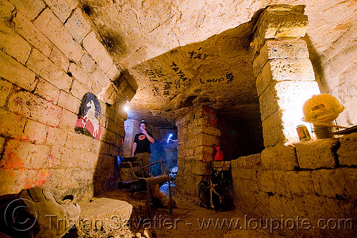 catacombes de paris - catacombs of paris (off-limit area) - bar de rats - rocco, bar des rats, catacombs of paris, cave, clandestines, illegal, rocco, trespassing, underground quarry