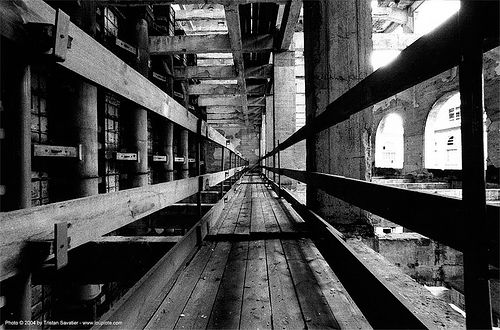 catwalk - grands moulins de paris - passerelle, abandoned, catwalk, decay, grands moulins de paris, industrial mill, perspective, trespassing, urban exploration, vanishing point, wood