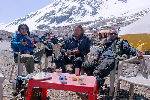 chai pause before baralacha pass - manali to leh road (india), baralacha pass, baralachala, ben, christoph, christopher, grace liew, india, ladakh, mountain pass, mountains, snow, woman