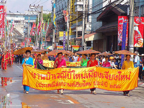 เชียงใหม่ - chiang mai - สงกรานต์ - songkran festival (thai new year) - thailand, asian woman, asian women, banners, chiang mai, songkran, street, thai new year, umbrellas, water festival, ประเทศไทย, สงกรานต์, เชียงใหม่