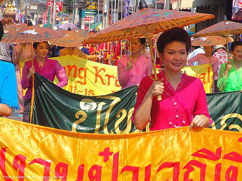 เชียงใหม่ - chiang mai - สงกรานต์ - songkran festival (thai new year) - thailand, asian woman, asian women, banners, chiang mai, songkran, thai new year, thailand, umbrellas, สงกรานต์, เชียงใหม่