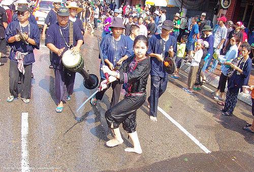 เชียงใหม่ - chiang mai - สงกรานต์ - songkran festival (thai new year) - thailand, chiang mai, soaked, songkran, sword dancer, swords, thai new year, water festival, wet, ประเทศไทย, สงกรานต์, เชียงใหม่