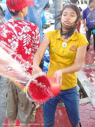 เชียงใหม่ - chiang mai - สงกรานต์ - songkran festival (thai new year) - thailand, bucket, girl, people, soaked, water, water festival, wet, ประเทศไทย, สงกรานต์, เชียงใหม่