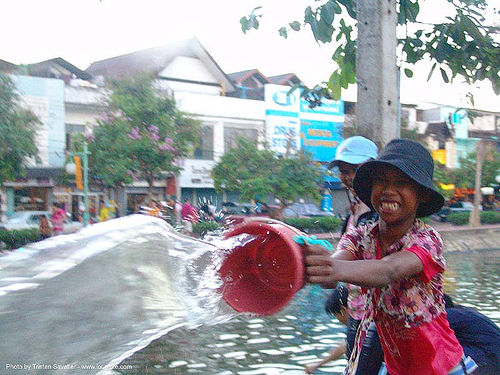 เชียงใหม่ - chiang mai - สงกรานต์ - songkran festival (thai new year) - thailand, bucket, chiang mai, child, kids, little girl, soaked, songkran, thai new year, thailand, wet, สงกรานต์, เชียงใหม่