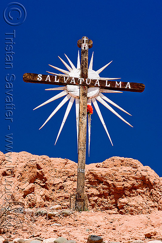 christian cross monument - salva tu alma - save your soul (argentina), 1931, argentina, blue sky, cafayate, calchaquí valley, cross, monument, noroeste argentino, salva tu alma, valles calchaquíes, wooden