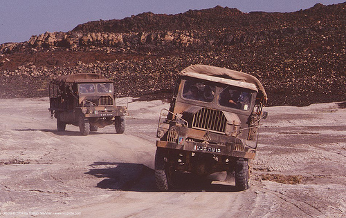 citroën 46 F 4x4 FOM - french army trucks in the desert (djibouti), 46, 46f, 4x4, all-terrain, army truck, citroen fom, citroën fom, djibouti, french, military truck, trucks