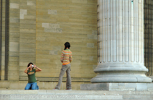 column (panthéon, paris), architecture, camera, column, girls, monument, pantheon, panthéon, paris, photo, photographe, photographer, picture, posing, stone, tourists, wall