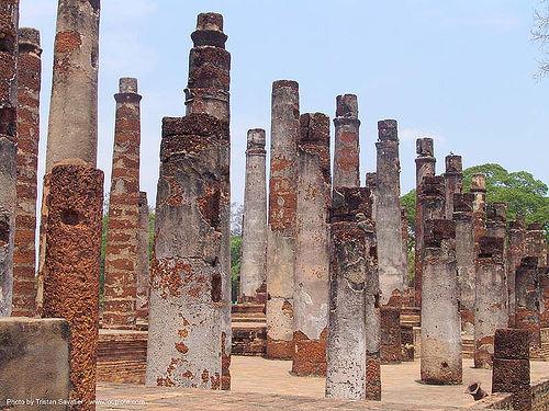 columns - temple ruins - อุทยาน ประวัติศาสตร์ สุโขทัย - เมือง เก่า สุโขทัย - sukhothai (thailand), columns, pillars, ruins, sukhothai, temple, wat mahathat, ประเทศไทย, อุทยาน ประวัติศาสตร์ สุโขทัย, เมือง เก่า สุโขทัย