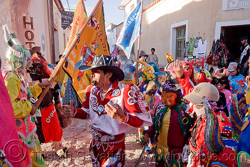 comparsa los picaflores - diablos - flags - carnaval de humahuaca (argentina), andean carnival, costume, diablo, diablo carnavalero, diablo de carnaval, flag, folklore, horns, indigenous, indigenous culture, man, mask, mirrors, noroeste argentino, people, quebrada de humahuaca, tribal