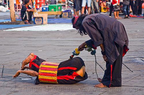 contortionist, contortionist, eid ul-fitr, fatahillah square, jakarta, java, men, street performers, taman fatahillah