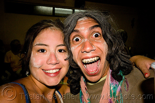 couple enjoying the carnaval de humahuaca (argentina), andean carnival, asian woman, carnaval, couple, dental braces, drunk, man, noroeste argentino, orthodontic braces, quebrada de humahuaca, talk powder, teeth