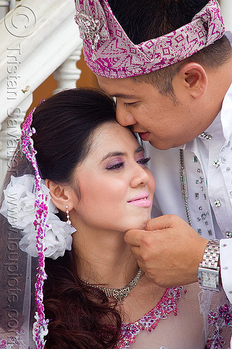 malay wedding, bride, couple, groom, kuching, malay wedding, man, traditional wedding, woman