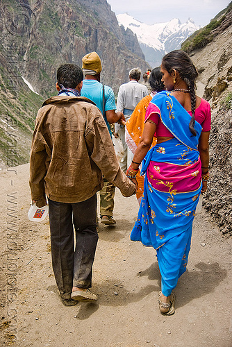 couple on trail - pilgrims - amarnath yatra (pilgrimage) - kashmir, amarnath yatra, kashmir, mountain trail, mountains, pilgrimage, pilgrims, trekking, yatris, अमरनाथ गुफा