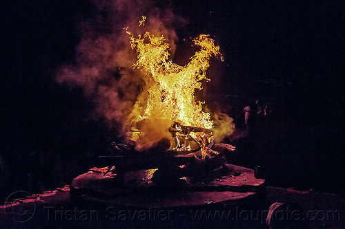 cremation of a corpse - funeral pyre - varanasi (india), burning ghat, corpse, cremation, dead, death, flames, funeral pyre, ghats, harishchandra ghat, hindu, hinduism, human cadaver, night, smoke, smoking, varanasi, wood fire