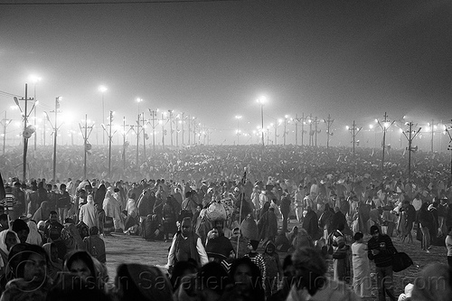 crowd of hindu pilgrims gathering at night at kumbh mela (india), crowd, hindu, hinduism, kumbh maha snan, kumbha mela, maha kumbh mela, mauni amavasya, night, standing, street, triveni sangam, walking