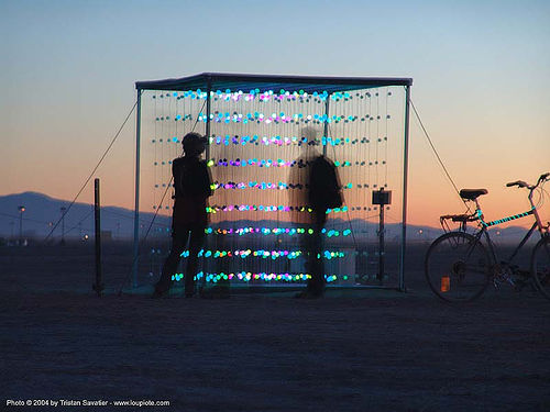 the cubatron by mark lottor - burning-man 2004, art installation, cubatron, cube, mark lottor, network wizards