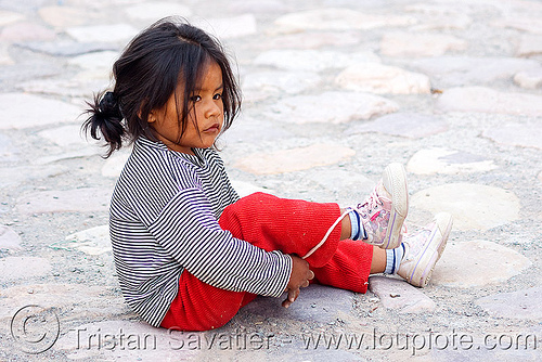 cute little girl (argentina), argentina, child, cobblestones, iruya, kid, little girl, noroeste argentino, playing, quebrada de humahuaca, shoe laces, sitting