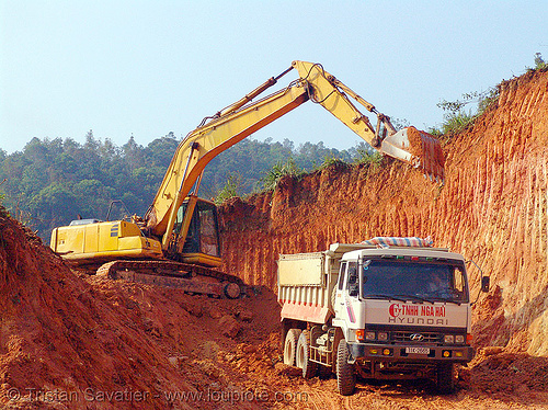 daewoo S220LC-V excavator - road construction - vietnam, at work, cao bang, cao bằng, daewoo excavator, daewoo s220lc-v excavator, earth, groundwork, heavy equipment, hydraulic, machinery, road construction, roadworks, working