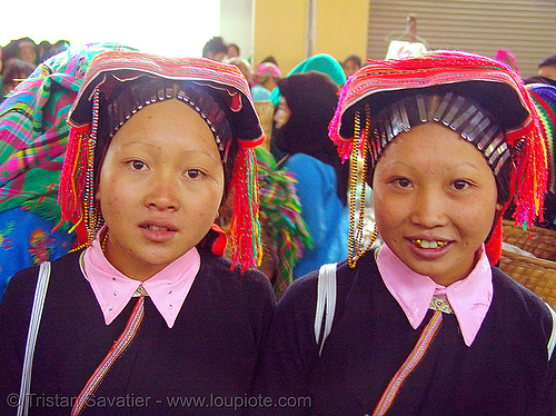 dao tribe sisters - vietnam, asian woman, dzao tribe, gold teeth, headdress, hill tribes, indigenous, mèo vạc, vietnam, yao tribe