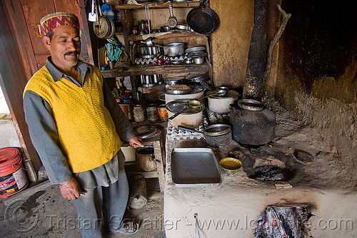 dhaba owner and stove - jalori pass (india), dhaba, jalori pass, jalorila, stove