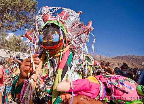 diablo - carnaval de tilcara (argentina), andean carnival, careta de diablo, confettis, costume, diablo carnavalero, diablo de carnaval, folklore, horns, indigenous culture, man, mask, mirrors, noroeste argentino, quebrada de humahuaca, serpentine throws, tilcara, tribal