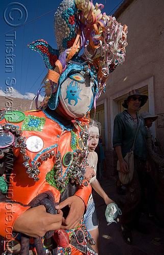 diablo carnavalero - carnaval - tilcara (argentina), andean carnival, careta de diablo, confettis, costume, diablo carnavalero, diablo de carnaval, folklore, horns, indigenous culture, man, mask, mirrors, noroeste argentino, quebrada de humahuaca, serpentine throws, tilcara, tribal