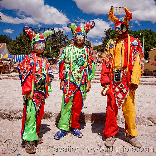 diablos carnavaleros - carnaval de humahuaca (argentina), andean carnival, careta de diablo, costume, diablo carnavalero, diablo de carnaval, diablos carnavaleros, diablos de carnaval, folklore, green, horns, indigenous culture, mask, men, mirrors, noroeste argentino, quebrada de humahuaca, quechua culture, red, three, tribal, yellow