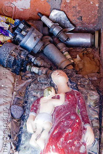 difunta correa, cafayate, calchaquí valley, child, difunta correa, infant, mother, noroeste argentino, sculpture, shrine, spark plugs, valles calchaquíes