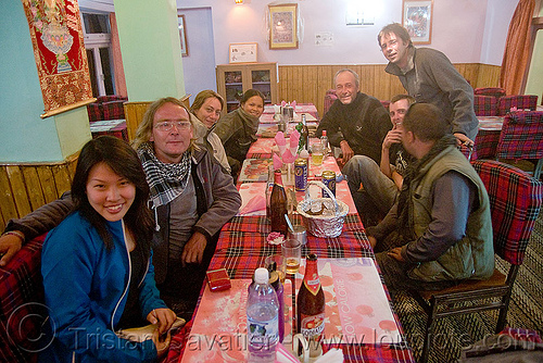 dinner in keylong - manali to leh road (india), ben, christoph, grace, keylong, ladakh, restaurant, woman