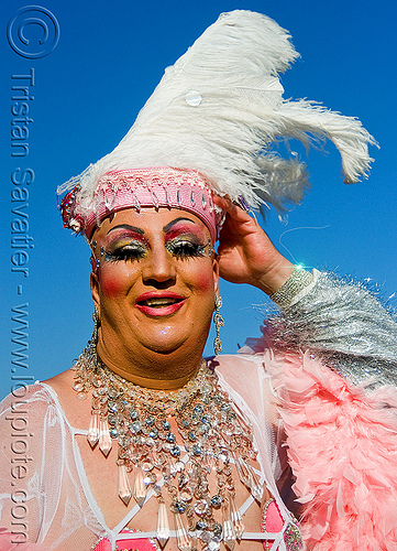 drag queen - vivian - folsom street fair 2008 (san francisco), drag queen, feather hat, feathers, folsom street fair, makeup, man, vivian
