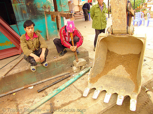 excavator - street scene in Mèo vac - vietnam, bucket attachment, earth, excavator bucket, heavy equipment, hydraulic, machinery, market, mèo vạc, people