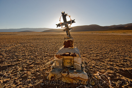 facundo cruz - lonely tomb in the desert, altiplano, backlight, cross, desert, facundo cruz, grave, noroeste argentino, pampa, sunset, tomb