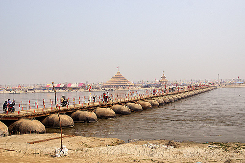 floating bridge over the ganges river at kumbh mela 2013 (india), ashrams, floating bridge, foot bridge, ganga, ganges river, hindu pilgrimage, hinduism, india, maha kumbh mela, metal tanks, pontoon bridge, pyramid, river bank, walking