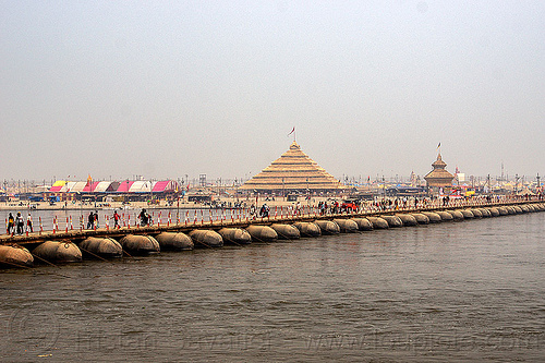 floating bridge (pontoon bridge) over the ganges river - kumbh mela 2013 (india), ashrams, floating bridge, foot bridge, ganga, ganges river, hindu pilgrimage, hinduism, india, maha kumbh mela, metal tanks, pontoon bridge, pyramid, walking