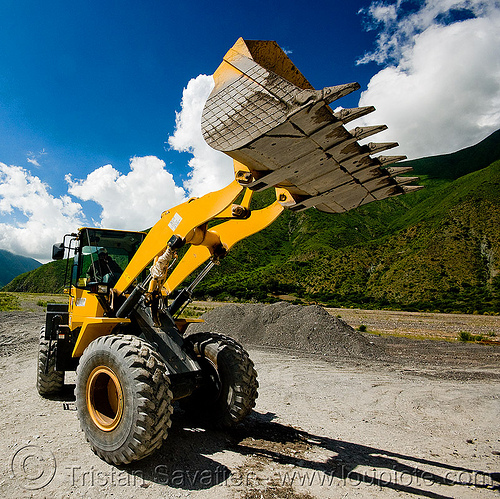 front loader - komatsu WA 250, at work, earth moving, front loader, groundwork, heavy equipment, hydraulic, komatsu, machinery, noroeste argentino, road construction, roadworks, wa 250, wheel loader, wheeled, working, yellow