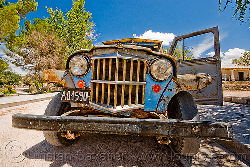 old jeep, 4x4, all-terrain, car grill, classic car, front bumper, grill guard, headlights, lorry, molinos, noroeste argentino, old, pickup truck, rusted, rusty, willy's jeep