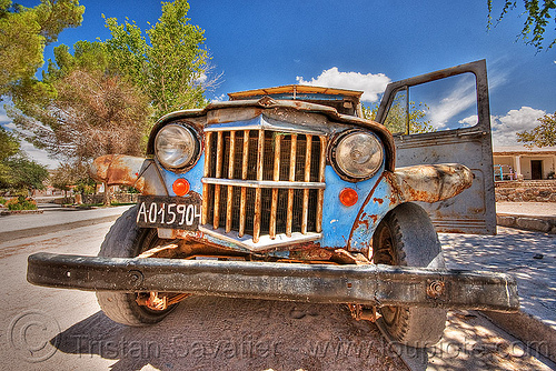 front of an old jeep - HDR, 4x4, a015904, all-terrain, argentina, bald tire, car grill, classic car, front bumper, grill guard, headlights, lorry, molinos, noroeste argentino, old, pickup truck, rusty, willy's jeep