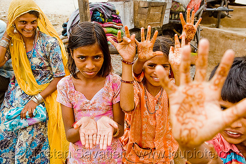 gaduliya lohars kids with mehndi - henna temporary tattoo - nomadic tribe