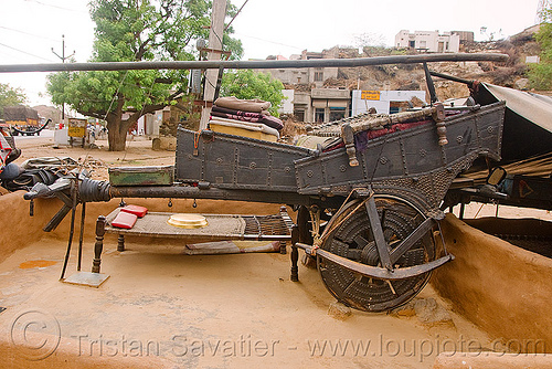 gadia lohars nomadic tribe oxcart, bullock cart, camp, chariot, encampment, gadia lohars, gaduliya lohars, gipsies, gypsies, horse cart, india, nomadic tribe, nomads, ox cart, road, thiya