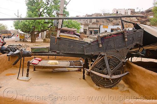 gaduliya lohars nomadic tribe oxcart, bullock cart, camp, chariot, encampment, gadia lohars, gaduliya lohars, gipsies, gypsies, horse cart, nomadic tribe, nomads, ox cart, road, thiya